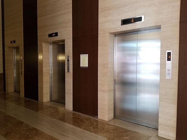 the 3 fast elevators of the condo