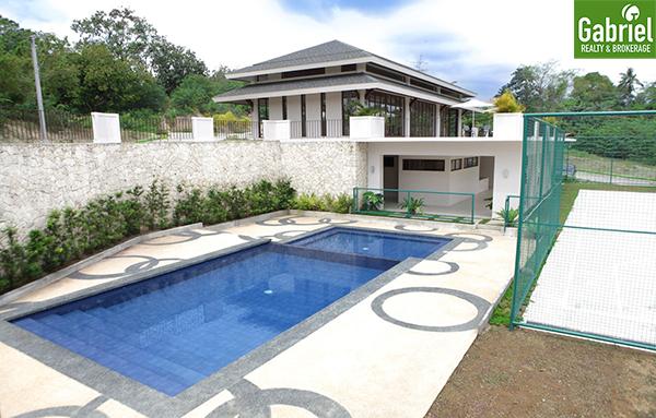the heritage swimming pool