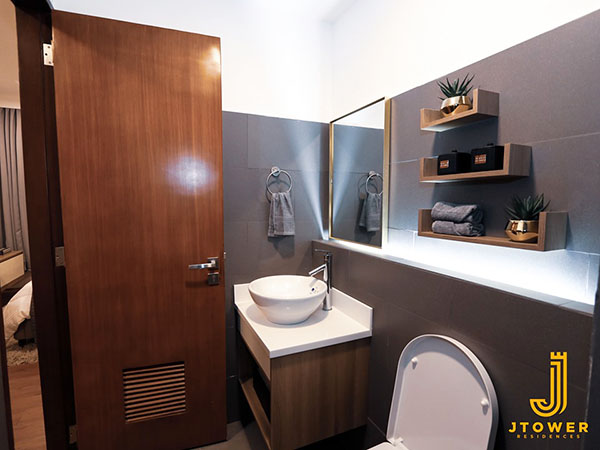 toilet and bath in the condo for sale in mandaue