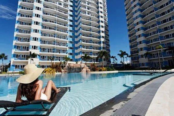 the tantalizing swimming pool in AmiSa Private Residences Mactan