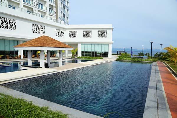 swimming pool in arterra residences
