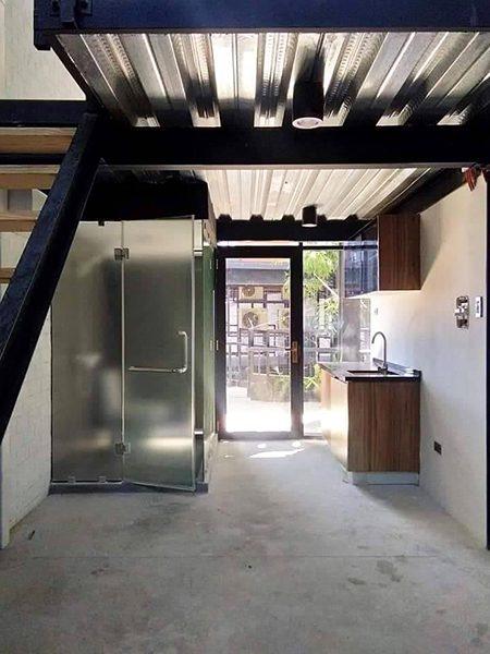 deliverable loft unit in bloq soho lofts